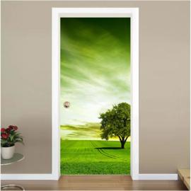 Grasveld met boom deur sticker
