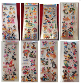 1 stickervel Mickey Mouse en Minnie naar keuze
