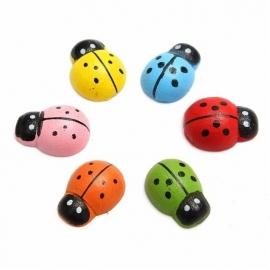 houten mini lieveheersbeestjes meerkleuren met plakker 1cm (set van 10 - willekeurig)