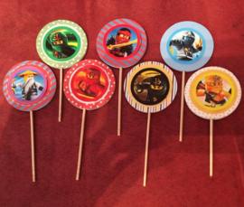 1 Topper medium met sticker Ninjago aan de voorkant - kleur en stokje naar keuze