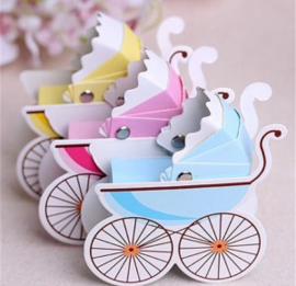 1 Kinderwagentje doosje van karton blauw (roze uitverkocht)