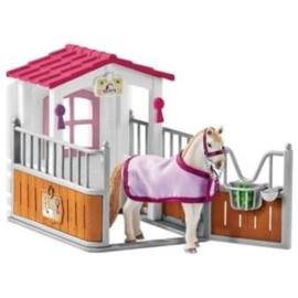 Paardenbox met Lusitano 42368