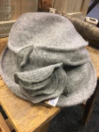 Wollen hoedje grijs