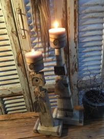 Oud houten kandelaar