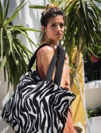 Mycha Ibiza, Méga, super grote strandtas + minitasje. Zwart-wit Zebra,  jacquardstof.
