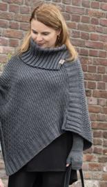 Poncho Nicky van het mooie merk Knit Factory. Antraciet grijs