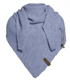 Sjaal/omslagdoek Coco van het mooie merk Knit Factory. Indigo (lavendel blauw)