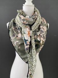 Licht army green - zalm bloemen / grafisch dessin. Mini printje met oker andere kant. Couture sjaal.