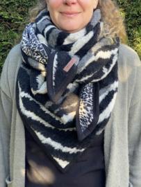 Dikke wintersjaal, dubbelzijdig. Zebra meets panter. Couture sjaal.
