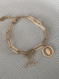 "RVS (stainless steel) armband grove schakel, bedel ""X O""  Goudkleurig."