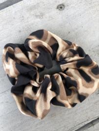 Scrunchie grote panter print. Bruin - zwart