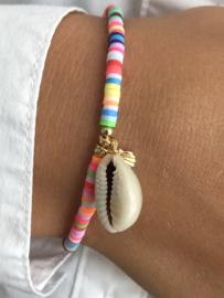 Katsuki (disc) kralen armband, met schelp bedel. multicolour-goud.