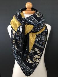 Dikke 3-hoek sjaal  / omslagdoek, okergeel bouclé /  Navy barok patroon.