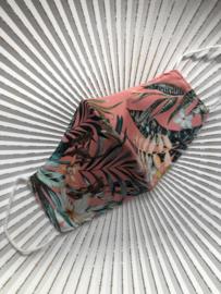Mondkapje van de groothandel. Halfrond model. Exotische print, Roze