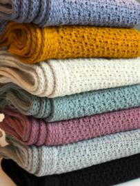Sjaal Luna, van het mooie merk Knit Factory. Okergeel
