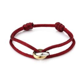 Satijn armbandje met bi-colour RVS (stainless steel) ringen. Donkerrood