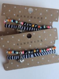 "Set armbanden: Kleurige ""JUF"" kralen armband + zebra stretch bandje."