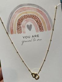 """Stainless steel ketting hartjes in elkaar, op kaart """"You are special to me"""". Goud."""