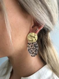 Statement  oorbellen, ovaal. Mat goudkleurig - luipaard grijs/blauw.