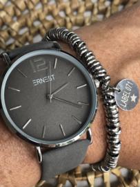 Horloge Ernest,  stijlvol. Suedine achtige band. Warm grijs - zilver.