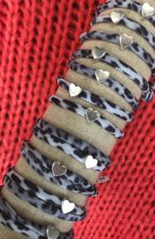 Ibiza Boho armband. Grijs Vintage Leopard, zilverkleurig hart