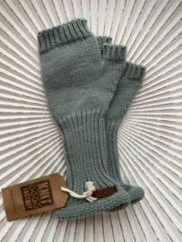 Knit Factory, gebreide handwarmers / wanten zonder vingers. Stone green