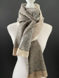 Langwerpige zachte sjaal. Groot blok dessin. beige / wolwit / grijzig.