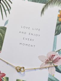 "Stainless steel armbandje op kaart ""Love life.."" . Dubbel hartje. Goud."