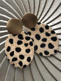 Grote oorbellen, echt leer/vacht met printje. Cheeta's. Mat Goudkleurig