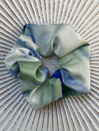 Scrunchie Groen-ecru-blauw. Tie & dye satijn.