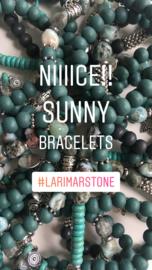 Armband op elastiek met oa Larimar stone.