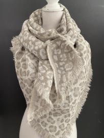 Lichtgewicht panter dessin sjaal. 3-hoek vorm.  Licht taupe - offwhite