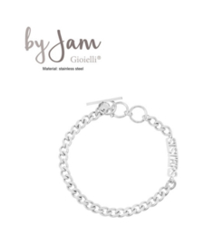 By Jam RVS (stainless steel) armband, grove schakel met  tekst Sisters. Zilverkleurig