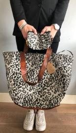 Mycha Ibiza, super grote strandtas + minitasje. Grijs - zwart, luipaard print.