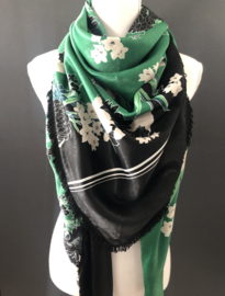 Green-black flowers.  Couture sjaal.
