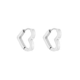 RVS (stainless steel) creolen in de vorm van een Hart. Zilverkleurig