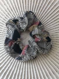 Scrunchie streepjes/bloemen. Wit-blauw-roze
