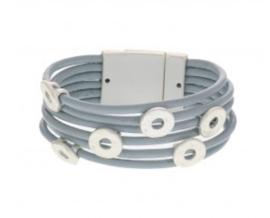 BIBA armband met kleine licht zilverkleurige schuivers. Ijsblauw.