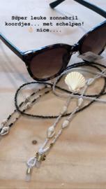 "Trendy zonnebril koord ""schelpjes"". Donkere variant"