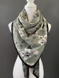 Grijzig groen bloemen dessin / zwart - ecru met glimmertje achterkant, couture sjaal.