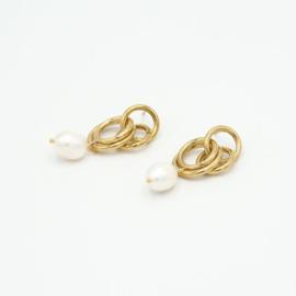 RVS (stainless steel) oorbellen. Met ringetjes en 1 parel. Goudkleurig