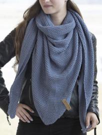Sjaal/omslagdoek van het mooie merk Knit Factory. Indigo (lavendel blauw)