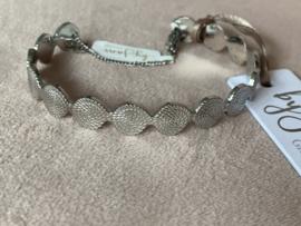 By Jam Stainless steel bewerkte armband/bangle. Met stukje ketting.  Zilverkleurig.