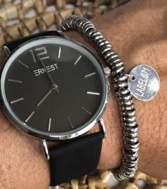 Horloge Ernest,  stijlvol. Suedine achtige band. Zwart - zilver.