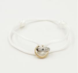 Satijn armbandje met bi-colour RVS (stainless steel) ringen. Wit