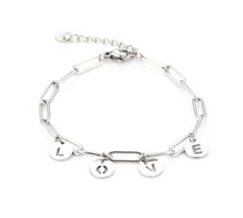 Stainless steel armband. Grove schakel, bedels L O V E. zilverkleurig.