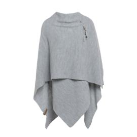 Super grote omslagdoek van het mooie merk Knit Factory.  Licht grijs.
