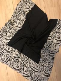 Mooie grote langwerpige sjaal. Zebra randen. Zwart