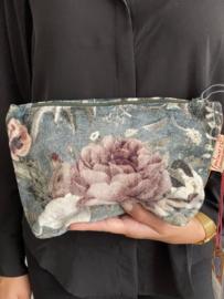 Mooie fluwelen clutch / toilettas van Imbarro. bloem print. Grijs-blauw
