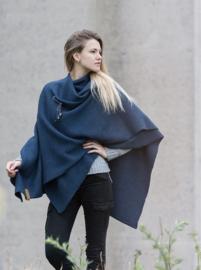 Super grote omslagdoek van het mooie merk Knit Factory. Donker jeans blauw
